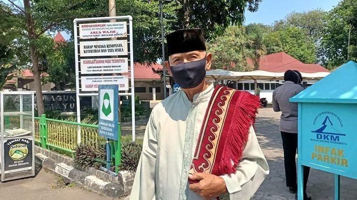 Salat Jumat Ditiadakan, Kakek Ini Tetap Datang ke Masjid Agung Indramayu, 'Tak Boleh Ditinggalkan'