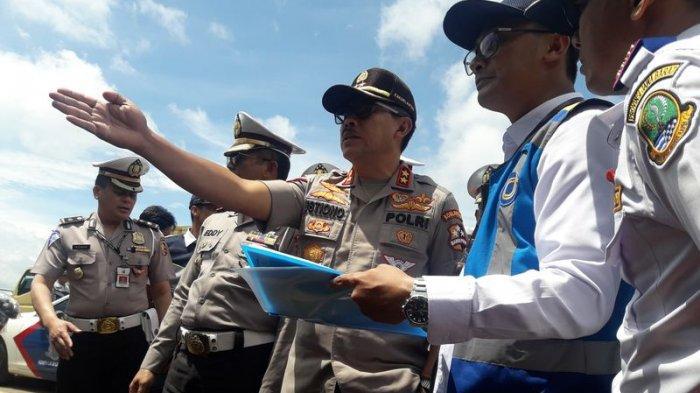 Kakorlantas Polri, Irjen Pol Istiono saat meninjau lokasi longsor lereng Tol Cipularang, Rabu (19/2/2020).