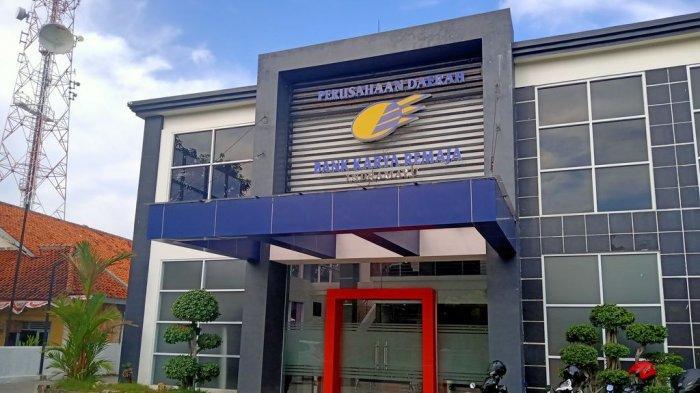 BREAKING NEWS: KPK Geledah Kantor BPR Karya Remaja Indramayu dan Rumah Dirut, Cari Dokumen Keuangan