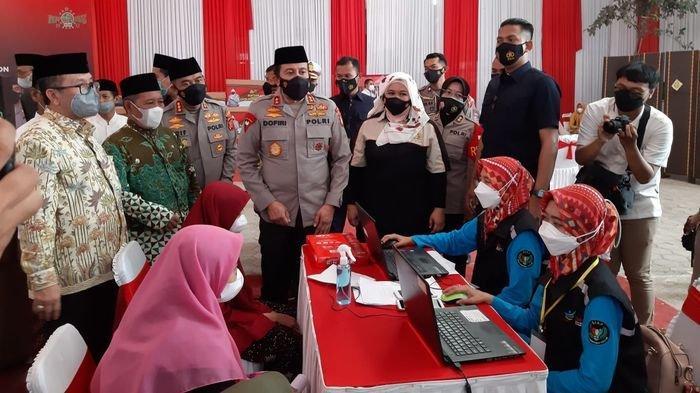 Santri Ponpes Babakan Ciwaringin Cirebon Antusias Ikuti Vaksinasi Massal Polda Jabar
