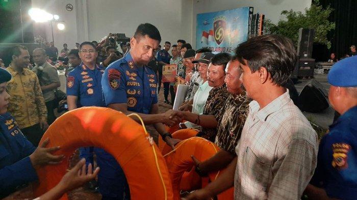 Hadiri Syukuran HUT Ke-69 Polairud di Cirebon, Kapolda Jabar Serahkan Asuransi Untuk 4000 Nelayan