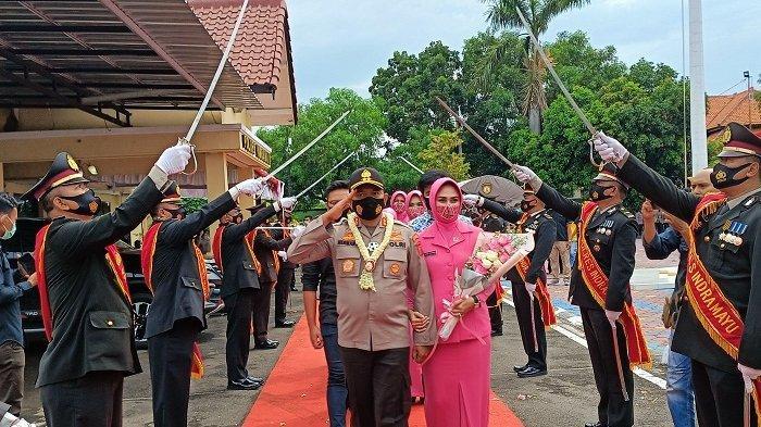 Kapolres Indramayu Resmi Dijabat AKBP Hafidh Susilo Herlambang, Serah Terima Jabatan Berjalan Haru
