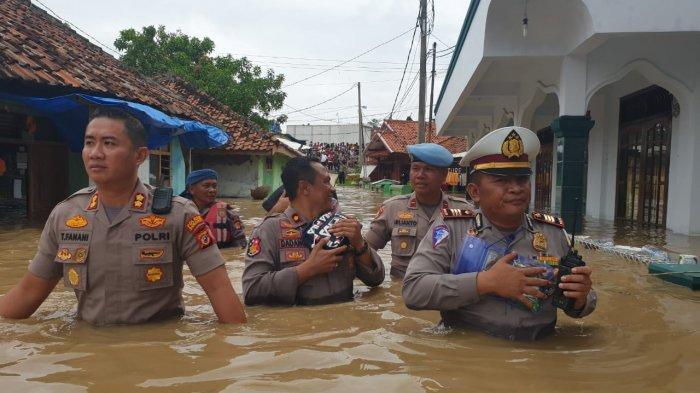 Banjir Rendam 8 Kecamatan, Ribuan Warga di Subang Mengungsi, Ada yang Pindah ke Kolong Flyover