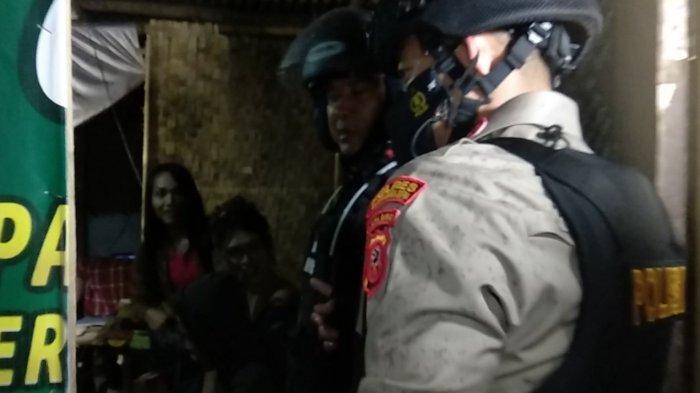 Dikira Wanita Ternyata Waria, Kapolres Tasikmalaya Kota Bubarkan PSK di Warung Remang-remang