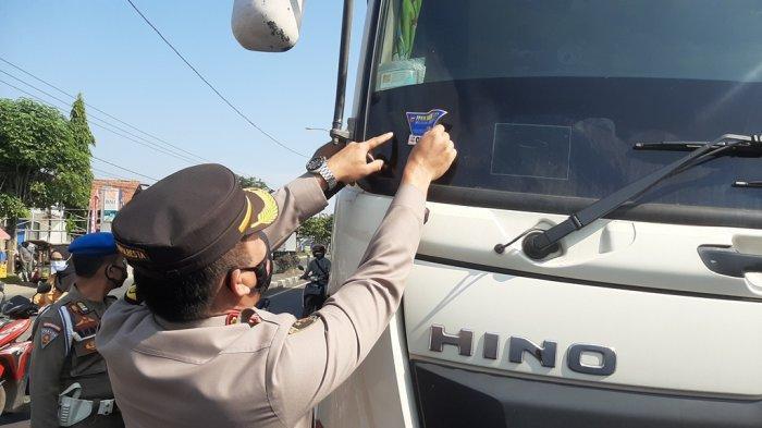 Polresta Cirebon Sekat Perbatasan Jabar - Jateng, Wajib Tunjukkan Surat Ini untuk Bisa Lewat