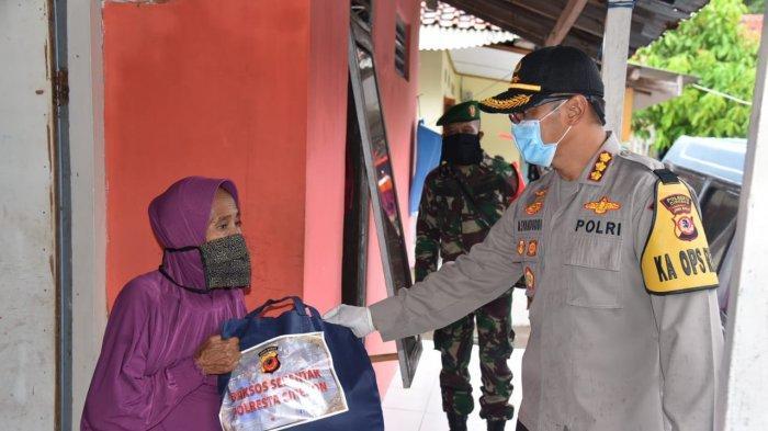 Polresta Cirebon Bagi-bagi 500 Paket Sembako, Diberikan pada Warga di Lima Kecamatan
