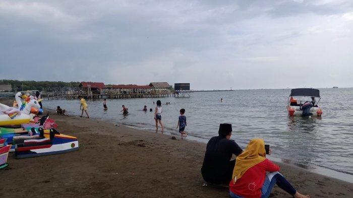 Mau Nikmati Akhir Pekan di Indramayu? Nih 5 Rekomendasi Pantai Indramayu yang Wajib Anda Kunjungi