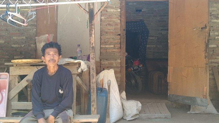 Kisah Pilu Kakek Kadilah Tinggal di Gubuk Tak Layak Huni, Istrinya Pilih Pergi Tinggalkan Dirinya