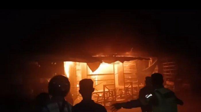 Rumah dan Warung Milik Idin di Desa Gresik KuninganHangus Terbakar , Diduga karena Arus Pendek