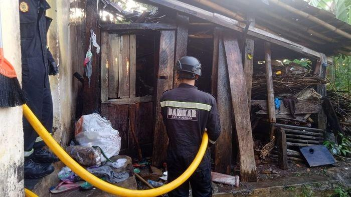 Aksi Heroik Pamong Desa Selamatkan Enok yang Nyaris Terbakar Bersama Rumahnya di Kuningan