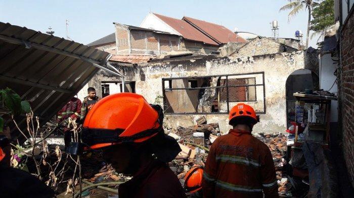 BREAKING NEWS: Rumah di Belakang SMAN 24 Bandung Terbakar Pagi Ini,12 Mobil Pemadam Dikerahkan