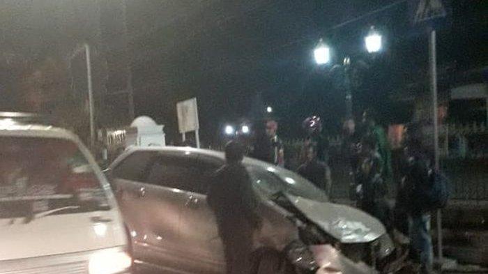 Kecelakaan Avanza Tabrak Motor di Cimalaka Sumedang Terekam Video Amatir, Tonton di Sini