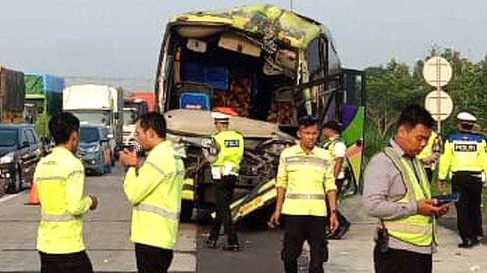 Tabrakan Beruntun di Tol Cipali, 1 Orang Bernama Haji Agun Asal Karawang Tewas, 6 Orang Luka-luka