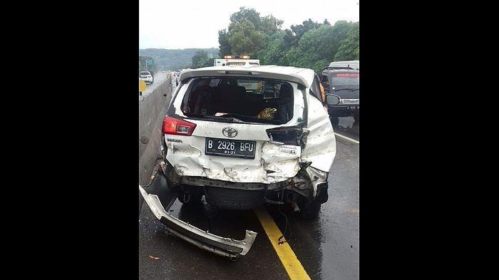 Kecelakaan Pertama Tahun 2021 di Jalan Tol Cipularang, Ban Mobil Pecah dan Tabrakan Beruntun