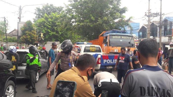 Kecelakaan Maut di Purwakarta, Gagal Menyalip Truk, Pengendara Sepeda Motor Terlindas Truk