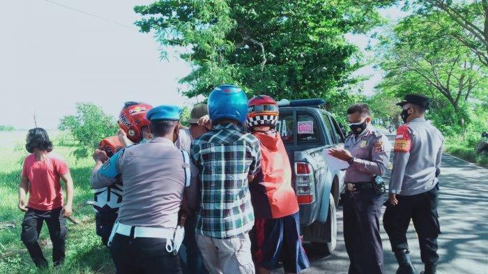 Kecelakaan Maut Nyaris Terjadi di Indramayu, Pemotor Ditabrak Mobil, Terpental dan Luka-luka