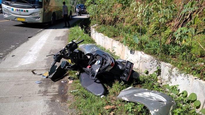 Innalillahi . . . , kecelakaan maut terjadi lagi di jalur nasional Garut-Tasik tepatnya di Kampung Binuang, Desa Kersamanah Kecamatan Malangbong, Kabupaten Garut, Jawa Barat, Selasa (8/6/2021).