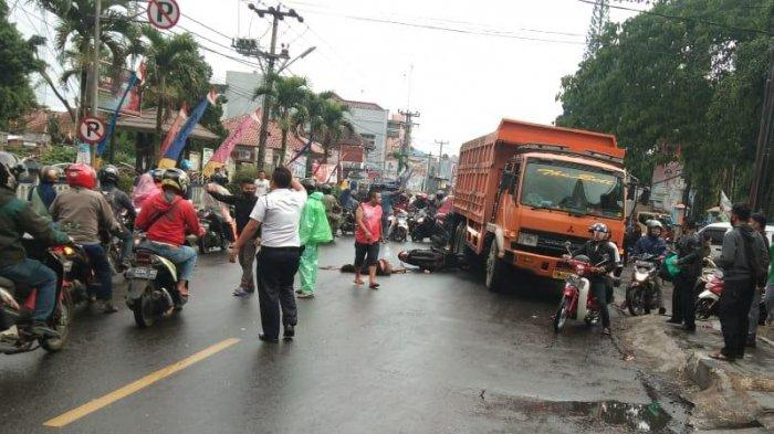 Motor Honda Beat Bertabrakan dengan Dump Truck di Cicurug Sukabumi, Pengendara Motor Tewas