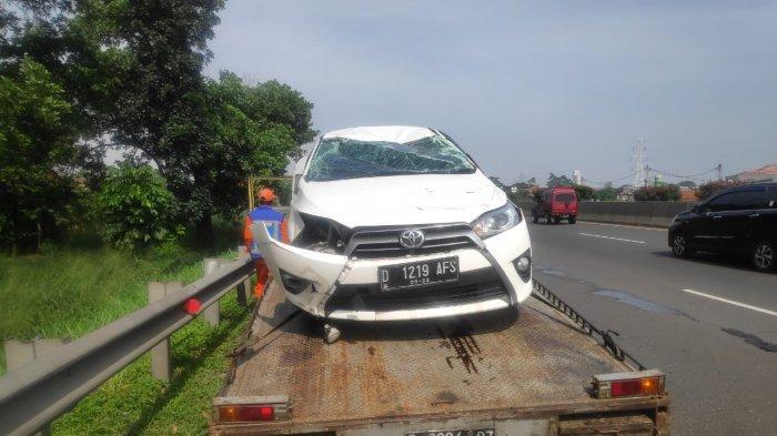 Toyota Yaris Ringsek Setelah Terguling di Tol Padaleunyi KM 139, Penumpang Luka Ringan