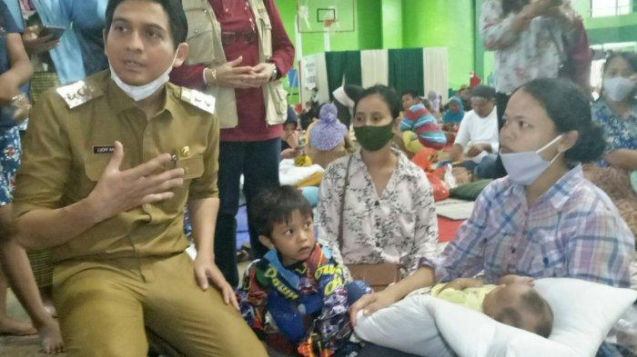 Pengungsi Ledakan Kilang Pertamina Komplain ke Wabup Indramayu, Banyak yang Tak Kebagian Makanan