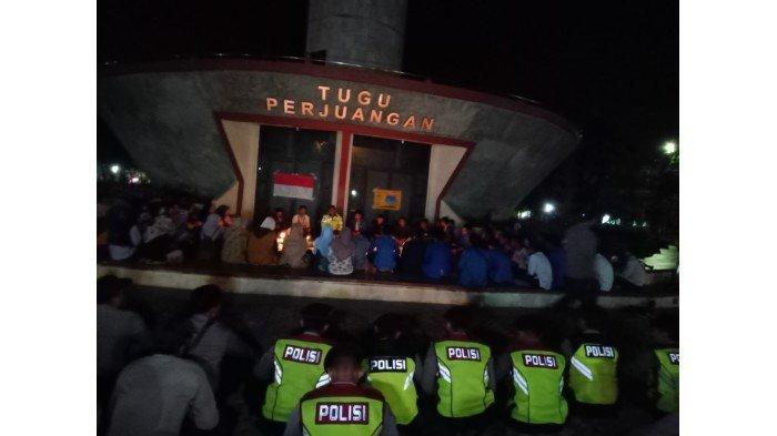 Aksi Solidaritas Mahasiswa Indramayu Doakan Randi Mahasiswa Yang Meninggal Saat Unjuk Rasa