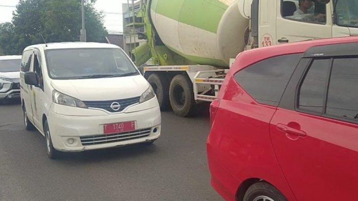 Mobil Dinas Pelat Merah Terpantau di Jalur Pantura Indramayu, Ketahuan Bepergian Saat Libur Nataru