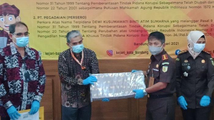 Uang Rampasan Rp 10 Miliar dari Kasus Korupsi Diserahkan Kejari Kota Bandung ke PT Pos dan Pegadaian