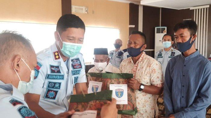 Kumham Peduli, Lapas Kelas IIB Majalengka Bagikan 62 Paket Sembako kepada Warga