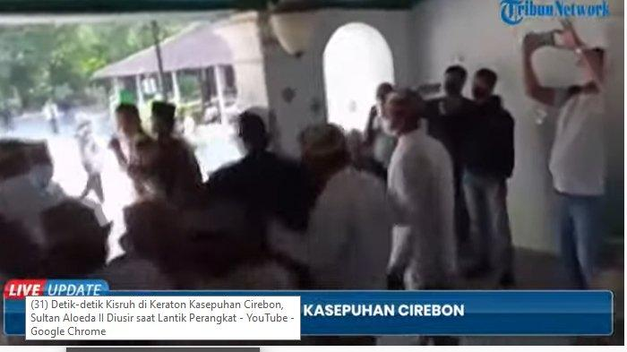 Kericuhan terjadi di Keraton Kasepuhan Cirebon saat Raharjo Jali yang mengklaim sebagai Sultan Aloeda II akan menggelar pelantikan perangkat keraton di Keraton Kasepuhan Cirebon, Rabu (25/8/2021).