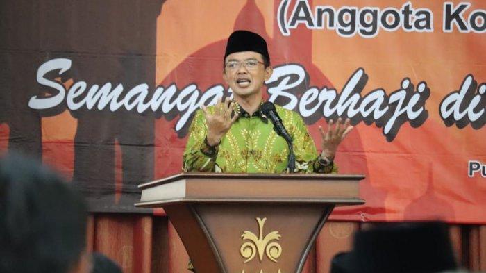 Anggota DPR-MPR RI KH. Maman Imanulhaq saat reses di Sumedang.