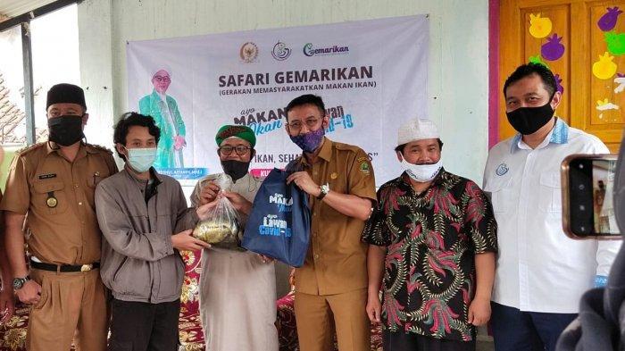 KKP Bersama Komisi IV DPR RI, Berikan Bantuan Ikan Kepada Warga Terdampak Pandemi Covid-19
