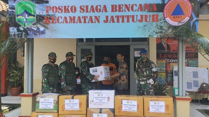 Peduli Korban Banjir, Kodim 0617/Majalengka Salurkan Bantuan Pakaian, Kerudung, dan Mukena