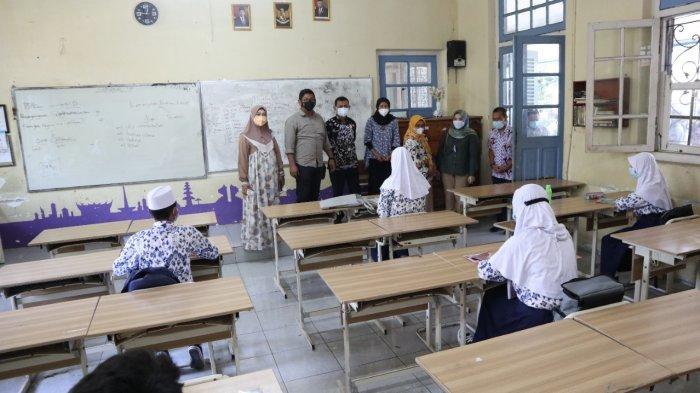 Monitoring PTM Terbatas, Komisi III DPRD Kota Cirebon Minta Pemkot Tes Swab Acak Pelajar