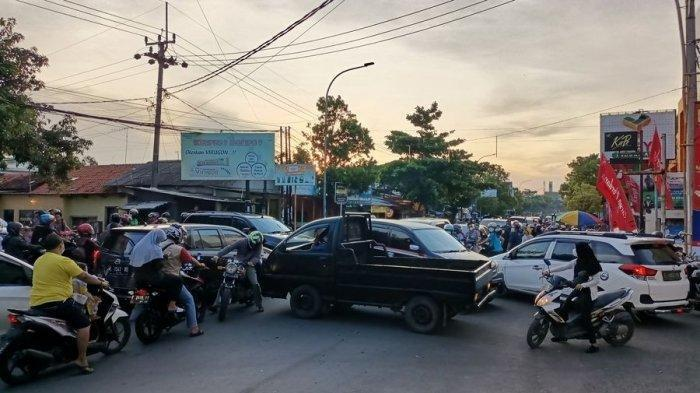 Arus Lalu Lintas di Pusat Kota Indramayu Macet, Banyak Pemudik Berdatangan ke Indramayu