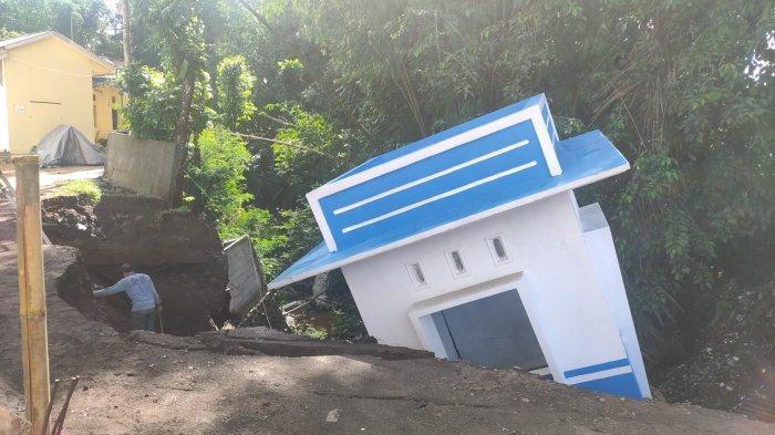 Abrasi Sungai, Bangun Pos Jaga Sekolah di SDIT Mutiara Hati Talaga Majalengka Ambruk