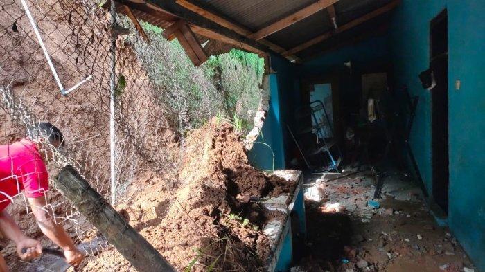 Rumahnya Kena Longsor, Otong Warga Desa Wanahayu Majalengka Hitung Kerugian: Saya Rugi Rp 15 Juta