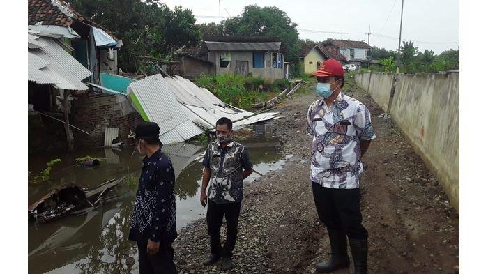Dua Rumah Ambruk Akibat Tanah Ambles di Indramayu, Kondisinya Makin Parah, Setiap Hari Makin Ambles