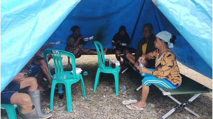 Korban Banjir Luapan Sungai Cibuaya Indramayu Mulai Menempati Tenda Pengungsian, Ada Dapur Umum