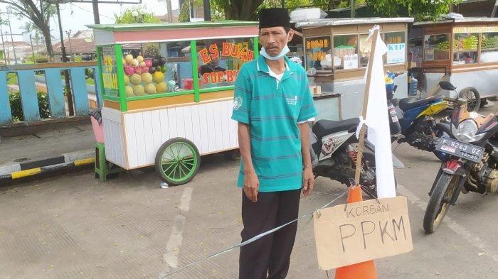 Pedagang Es Buah di Sukabumi Kibarkan Bendera Putih, Sudah 9 Hari Puasa, Tak Sanggup Jalani PPKM