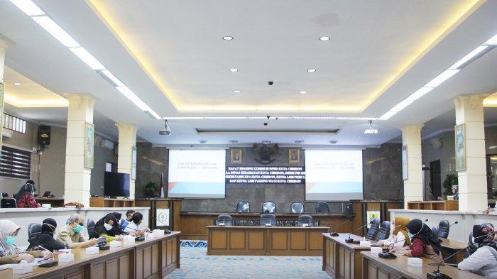 Suasana rapat dengar pendapat bersama Komisi III DPRD Kota Cirebon, KPA, LSM, dan RSD Gunung Jati di Griya Sawala DPRD Kota Cirebon, Jalan Siliwangi, Kota Cirebon, Selasa (16/3/2021).