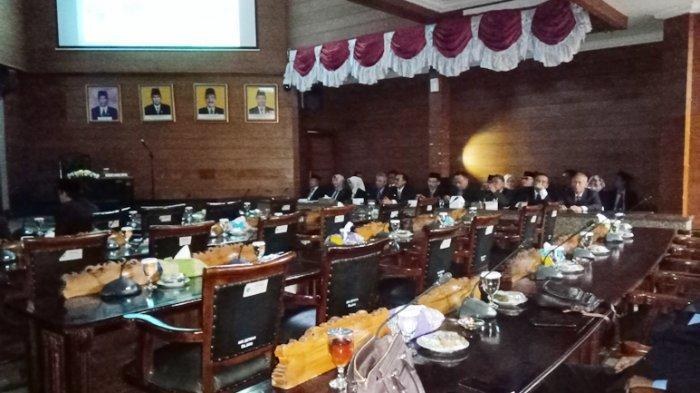 Nobar Pidato Kenegaraan Jokowi di DPRD di Indramayu Sepi, Kursi Anggota Dewan Banyak yang Kosong