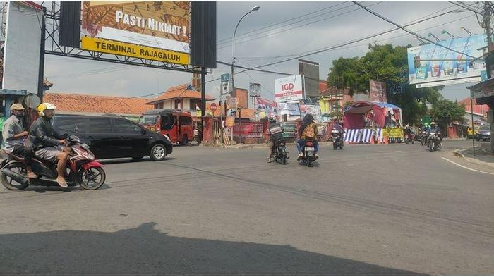 SITUASI TERBARU di Simpang Tiga Rajagaluh Majalengka, Ramai Lancar, Tak Ada Kepadatan Kendaraan