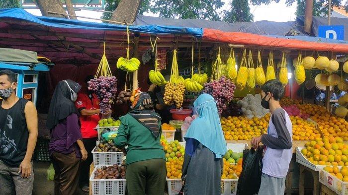 Penjual Buah di Majalengka Ketiban Rezeki Nomplok saat PPKM Darurat, Sehari Dapat Rp 1,5 Juta