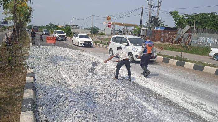 Bau Tak Sedap Memenuhi Jalan Interchange Desa Wadas, Ternyata Penyebabnya Limbah Lumpur Kertas