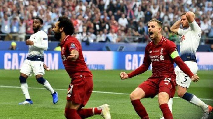 Penyerang Liverpool, Mohamed Salah, merayakan gol ke gawang Tottenham Hotspur dalam laga final Liga Champions di Stadion Wanda Metropolitano, Sabtu (1/6/2019).