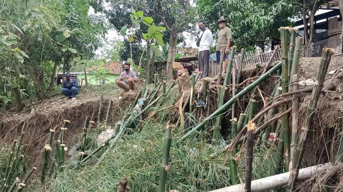 Warga di Desa Gunungsari Indramayu Patungan Beli Bambu untuk Tahan Tanggul Kritis, Minta Aksi Pemkab