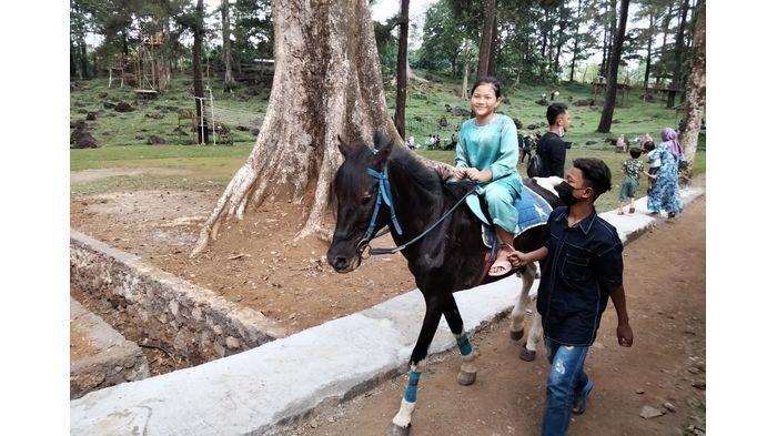 Lokasi wisata Woodland di Desa Setianegara Kecamatan Cilimus Kuningan Jawa Barat, Jumat (14/5/2021).