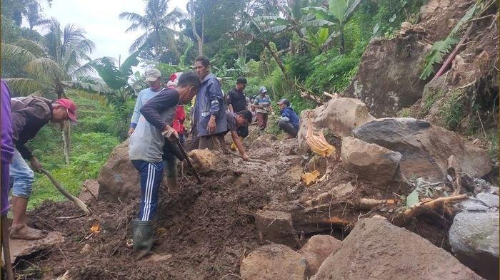 BREAKING NEWS: Longsor Kembali Terjadi di Argapura Majalengka Akibat Hujan Deras Dini Hari Tadi