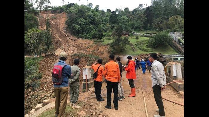 Longsor Terjang Pangalengan Bandung, Ada Mobil Tertimbun, Ketinggian Tebing Capai 100 Meter
