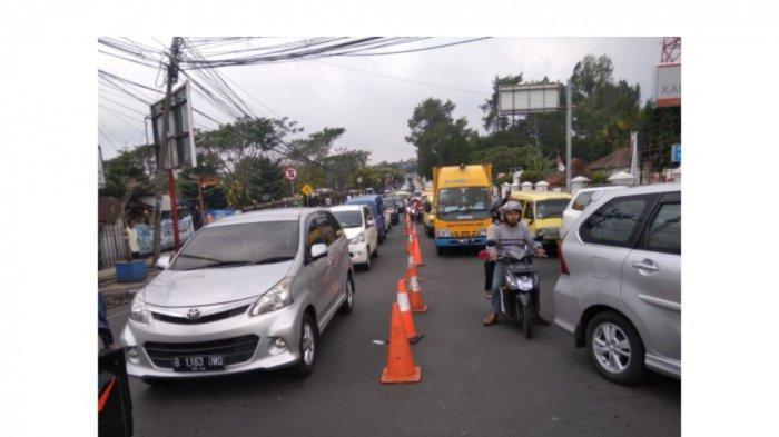 Polisi Lakukan Buka Tutup di Jalur Puncak untuk Urai Kemacetan